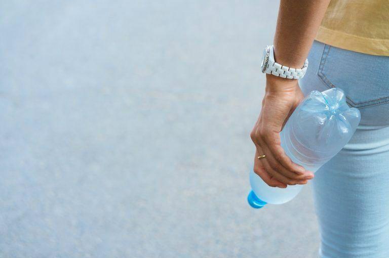 сколько держать бутылку между ног при цистите